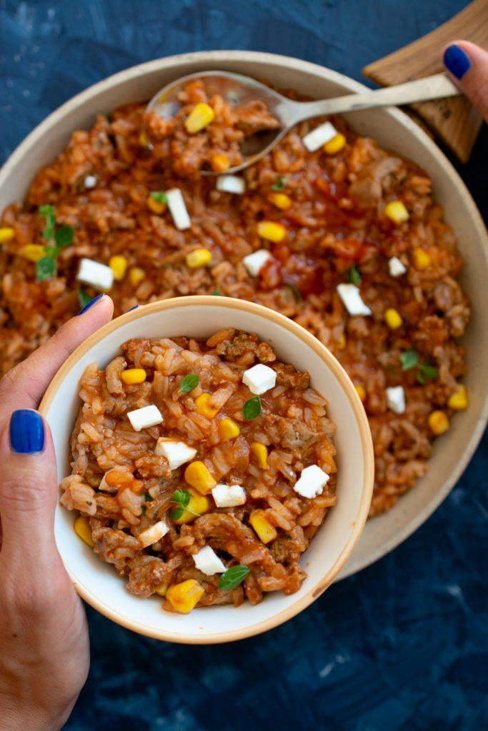 Ryż z sosem pomidorowym i mięsem mielonym