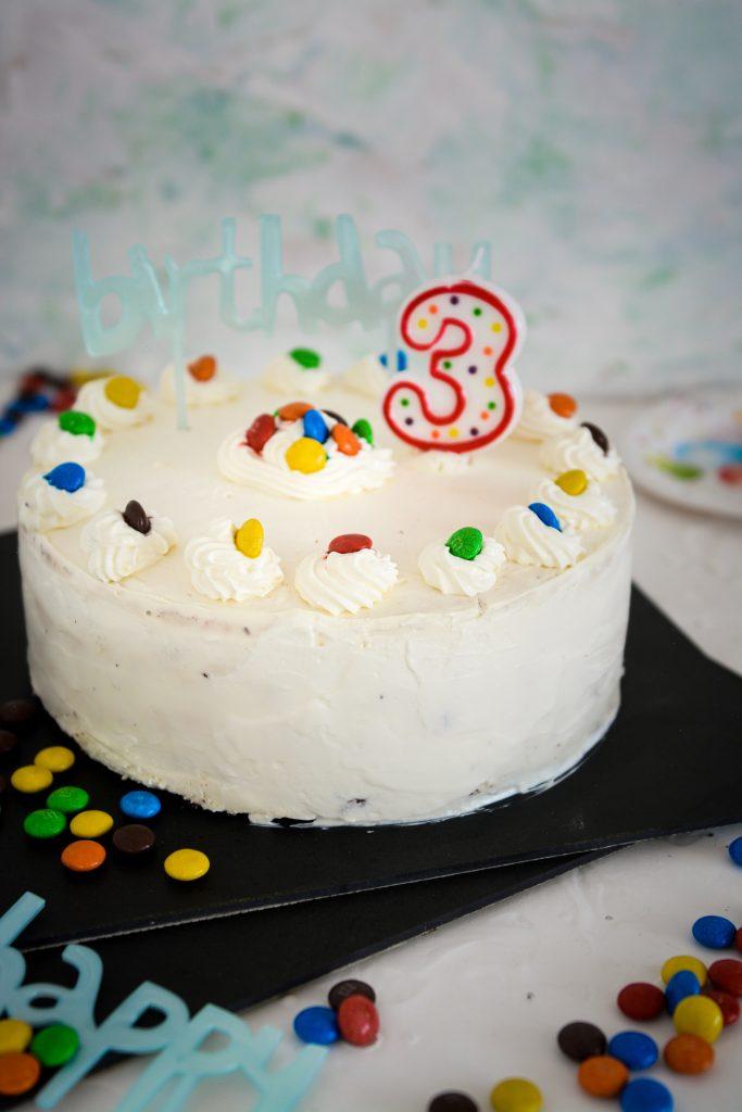 Tort z cukierkami m&ms dla dzieci