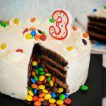 Tort M&Ms z słodką niespodzianką