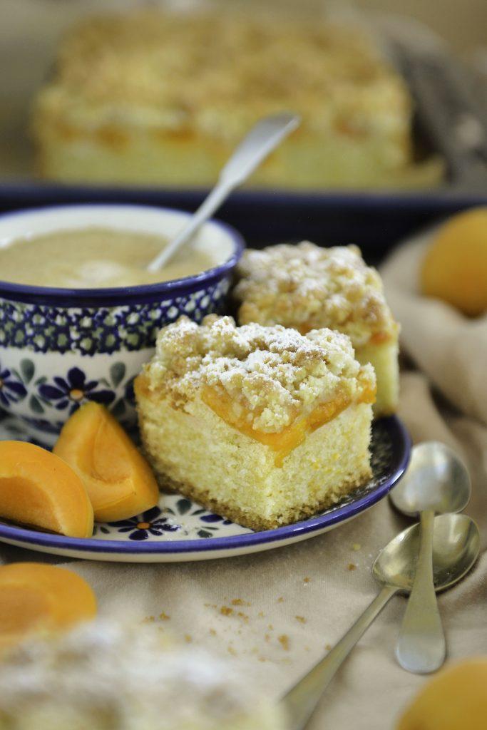 Ciasto ucierane z morelami i kruszonką