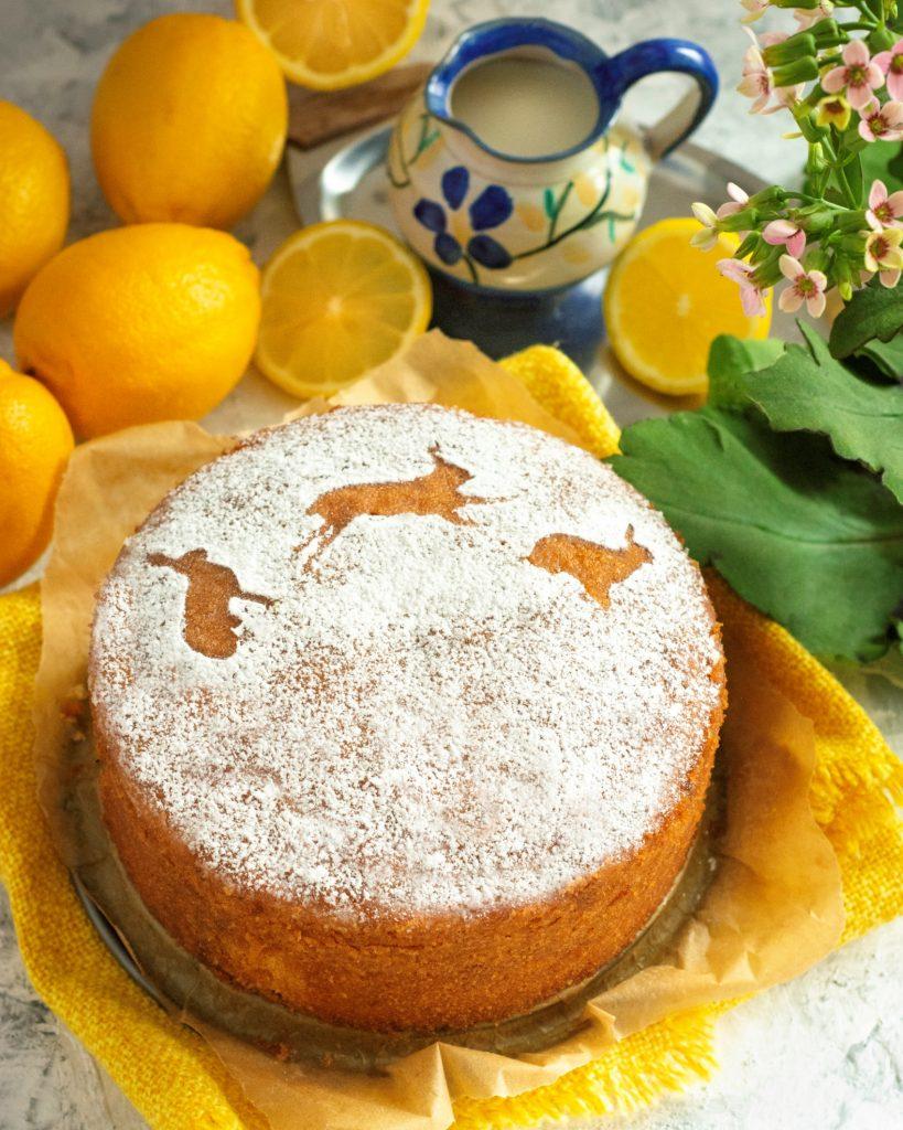 wielkanocna dekoracja Lemon Drizzle Cake