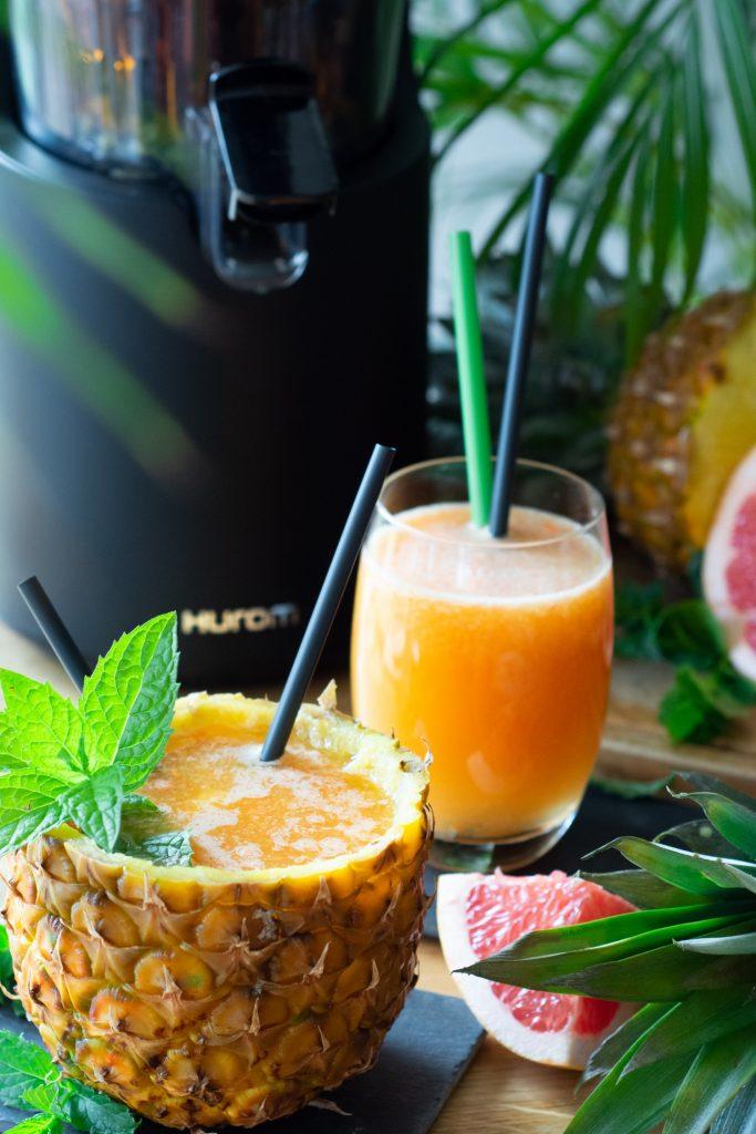 Świeżo wyciskany sok z ananasa i grejpfruta