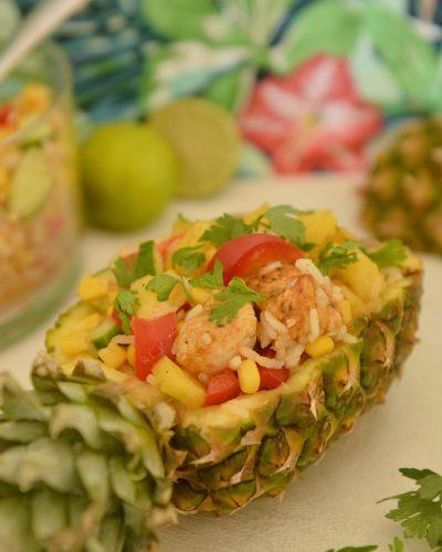 pyszna sałatka z ananasem, ryżem i kurczakiem