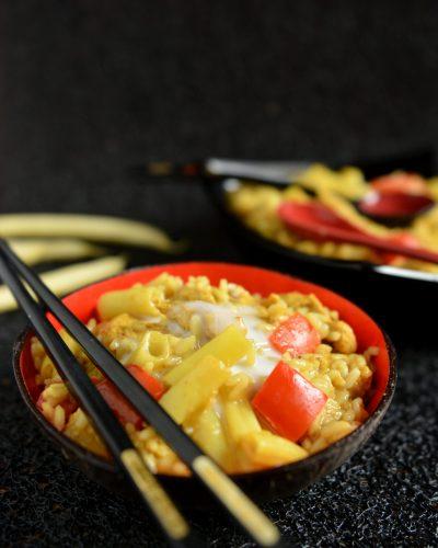 Curry z kurczakiem, fasolką i papryką