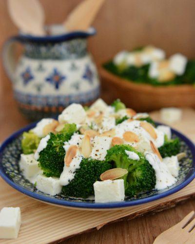 Sałatka z brokułów i fety