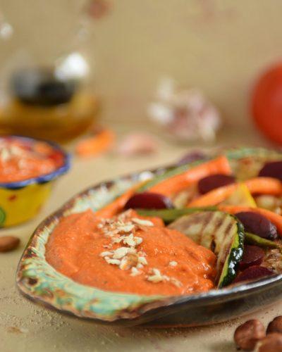 Hiszpański sos Romesco z grillowanymi warzywami
