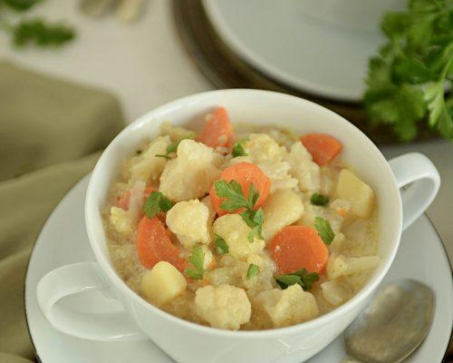 Klasyczna zupa kalafiorowa na bulionie