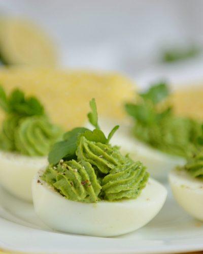 Jajka faszerowane awokado i szpinakiem