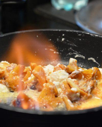 obiady-makaron-podpalany-z-kurkami-kozim-serem