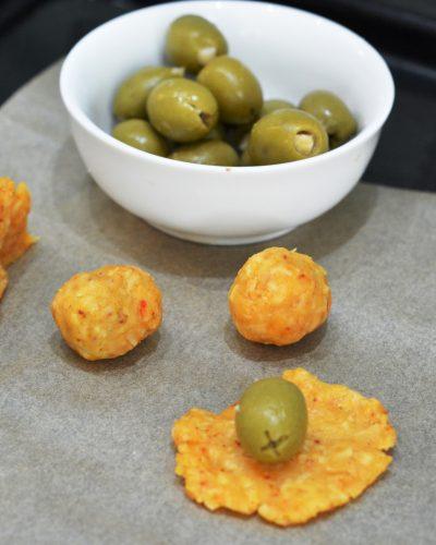 Serowe kulki z oliwkami