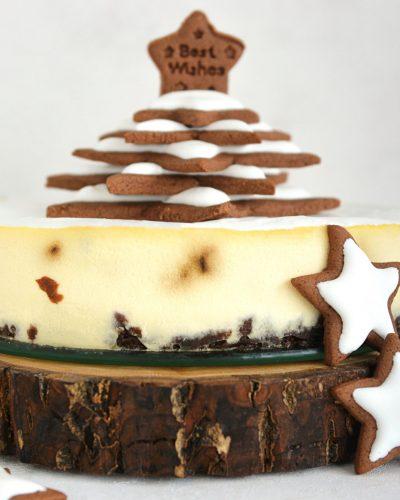 Sernik świąteczny z pierniczkową choinką