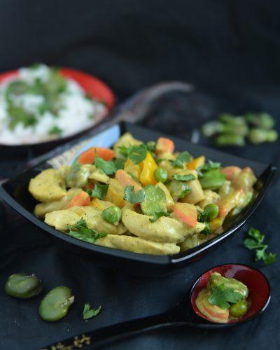 Curry z kurczakiem, bobem i papryką