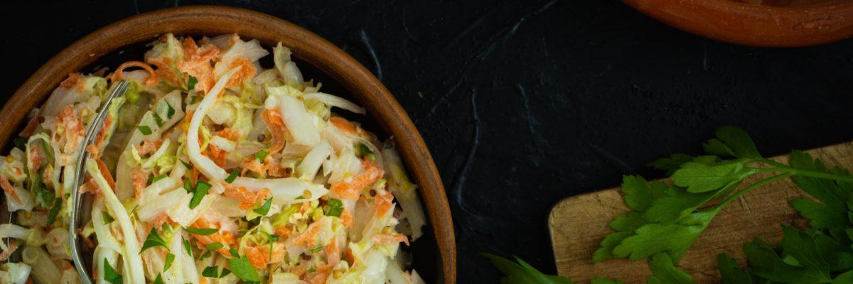 Coleslaw z kapusty pekińskiej z chrzanem