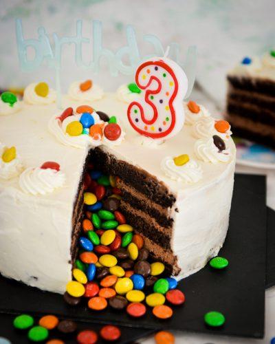 Tort m&ms czekoladowy niespodzianka