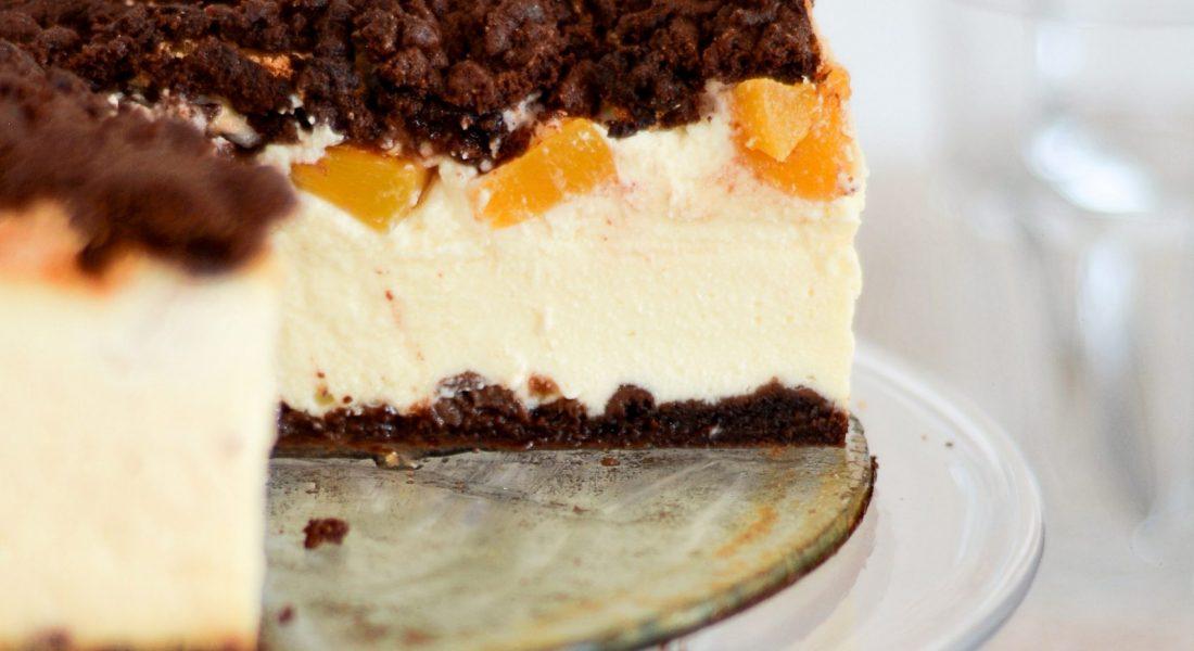Sernik z brzoskwiniami i bezą i kakaowe ciasto