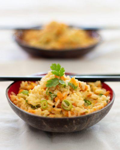 Ryż smażony z jajkiem i marchewką